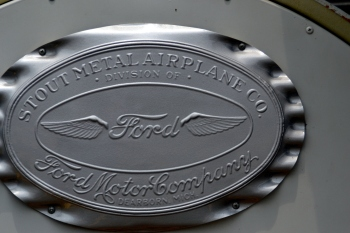 Manufacturer's label Ford Airplane