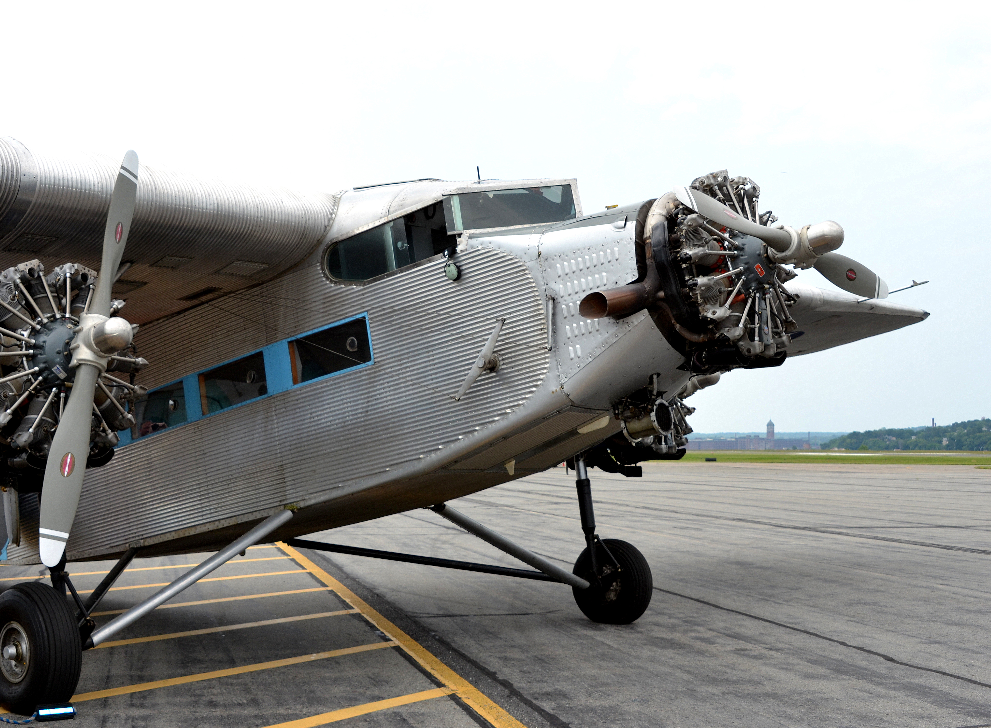 Flying the friendly skies aboard a 1929 ford tri motor for Ford tri motor crash