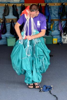 Parachute packer