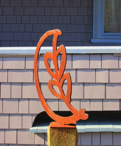 A couple's emblem  -  Sculpture designed by Ann Trainor Domingue  DOes it say she'll love him to the moon and back?