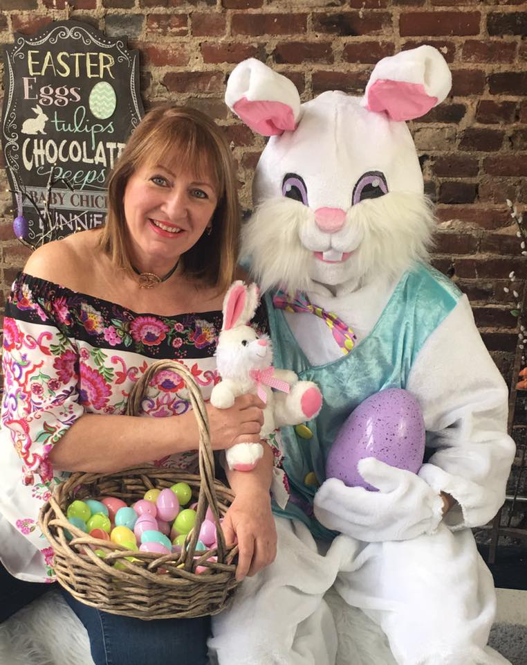 Alison and the Easter bunny 2018 29511436_974203106070030_8716506204346825051_n