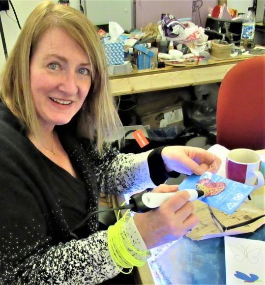 IMG_9807 (2) HAV (c)Alison Colby-Campbell Creatorpult Alison make THOH heart 3D pen